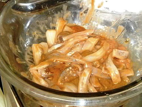 イカの塩辛を混ぜ終えた状態