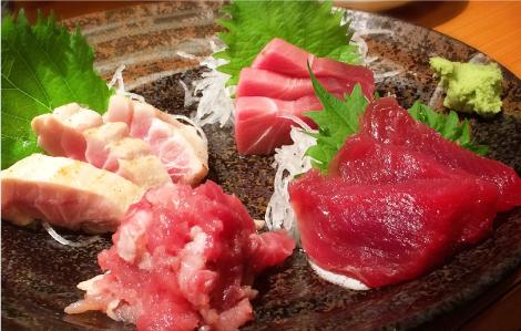 かろいち内で新鮮な魚介類を食べられます
